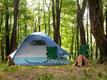 Campsite del terreno boscoso Fotografia Stock Libera da Diritti