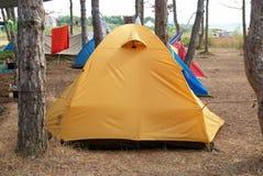 Campsite na floresta foto de stock