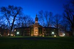 Campus bij nacht Stock Afbeeldingen