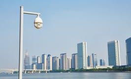 Caméra de sécurité de surveillance Photographie stock libre de droits