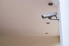 Caméra de sécurité, télévision en circuit fermé de vidéo surveillance sur le poteau Photos libres de droits