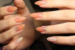 A camuflagem do projeto do tratamento de mãos colore pregos Foto de Stock