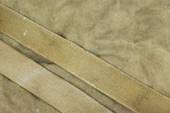 Camuflaje de color caqui descolorado resistido del ejército militar con la correa Backg Imagen de archivo libre de regalías