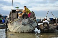 Can Tho, Вьетнам Шлюпки рынка в перепаде Меконга Стоковые Фотографии RF