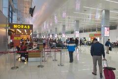 Can Tho den internationella flygplatsen, Vietnam - kontrollera in royaltyfria foton