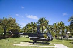 从Cana飞行的鲁宾逊R44直升机在蓬塔Cana,多米尼加共和国 库存照片