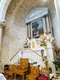 CANA, ISRAEL July 8, 2015: El altar en la iglesia del primera imágenes de archivo libres de regalías