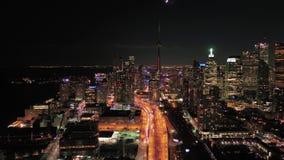 Canadá Toronto la noche aérea 4K de julio de 2017 inspira 2 almacen de metraje de vídeo