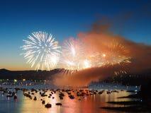 Canadá, Vancouver - celebración anual de la demostración ligera de los fuegos artificiales sobre el puerto deportivo Fotografía de archivo