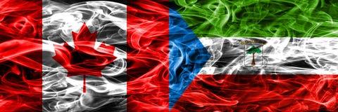 Canada contre des drapeaux de fumée de la Guinée équatoriale placés côte à côte canette illustration stock