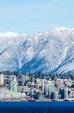 Canada de Vancouver - 18 février 2018 : Vancouver du nord dans le Canada avec des montagnes d'hiver sur le fond Photo stock