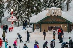 Canada du nord de Vancouver - 30 décembre 2017 : Piste, amusement et divertissement de patinage de glace à la montagne de grouse Images libres de droits