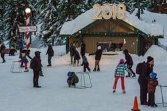 Canada du nord de Vancouver - 30 décembre 2017 : Piste, amusement et divertissement de patinage de glace à la montagne de grouse Photos stock