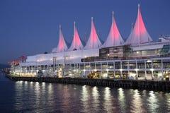Canada Place bij nacht in Vancouver op de Dag van Canada Stock Foto