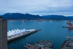 Canada Place, Vancouver van hoog meningspunt bij nacht Stock Afbeeldingen