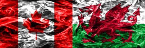 Canada versus zij aan zij geplaatste de rookvlaggen van Wales Canadees en Wa royalty-vrije illustratie