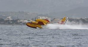 Canadair bierze wodę 024 Obrazy Royalty Free