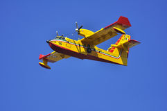 Canadair durante il volo. Fotografie Stock