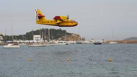 Canadair przed brać wodę 013 Obrazy Royalty Free