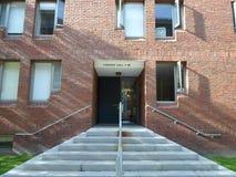 Canaday Hall, двор Гарварда, Гарвардский университет, Кембридж, Массачусетс, США стоковые фотографии rf