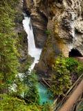 Canadense Montanhas Rochosas, cachoeiras Foto de Stock