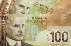Canadese 100 dollarsrekeningen Stock Afbeeldingen