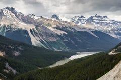 Canadese Rocky Mountain e la valle di Sunwapta Immagini Stock