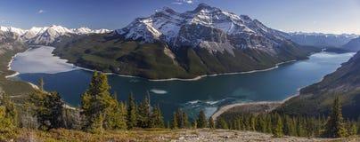 Canadese Rocky Mountains del parco nazionale di Minnewanka Banff del lago Immagini Stock Libere da Diritti