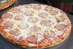 Canadian Bacon and Pineapple Hawaiian Style Pizza. Hot from the oven Canadian bacon and pineapple Hawaiian style pizza with mozzarella cheese and tomato sauce Stock Photos