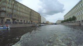Canais das estradas transversaas em St Petersburg filme
