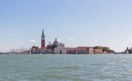 Canais de água de cidade de Veneza Chiesa di San Giorgio Maggiore em Veneza, Itália imagens de stock