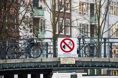 Canais de Amsterd?o fotografia de stock royalty free