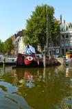 Canais e barcos de Amsterd?o imagens de stock royalty free