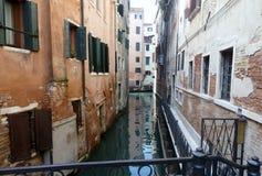 Canais em Veneza fotografia de stock