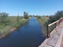 Canal, água, rural, fundo, gota, kanal, céu, natureza, campo, verde, bonito, branco, natural, exploração agrícola, estação, paisa imagem de stock