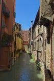 Canal adentro vía Bolonia de Pella imagen de archivo libre de regalías
