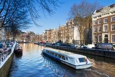 Canal Amsterdão do turismo fotos de stock royalty free