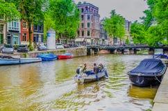 Canal au centre de la ville d'Amsterdam l'Europe Hollandes Hollande photographie stock