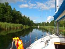 Canal avec le yacht Photo libre de droits
