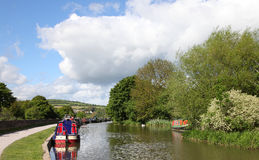 Canals in united kingdom with boats, bridges and v. Egetation Stock Photography