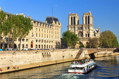 Canal-boat Notre-Dame Royalty Free Stock Photos