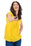 Canal changeant de jolie femme d'une chevelure bouclée gaie avec l'extérieur Images stock