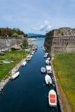 Canal con los barcos, Corfú, Greee Imagen de archivo