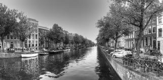 Canal d'Amsterdam en noir et blanc Photographie stock libre de droits