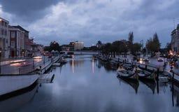 Canal d'Aveiro pendant des heures bleues - Portugal Images libres de droits