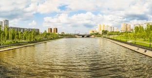 Canal d'aviron dans la ville d'Astana Images stock