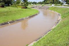 Canal da irrigação foto de stock