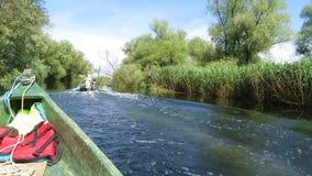 Canal de agua en el delta de Danubio