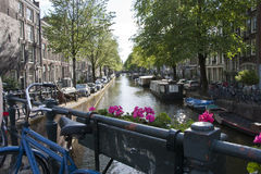 Canal de Amsterdão fotografia de stock