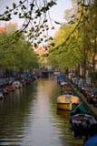 Canal de Amsterdão imagem de stock